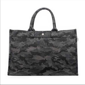 New Koala Kanvas Quilted East West Camo Tote Bag